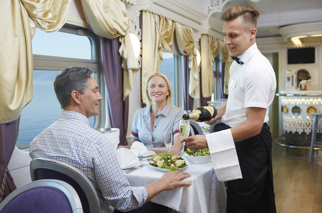 Unser Restaurant-Team verwöhnt Sie – Ross Hillier